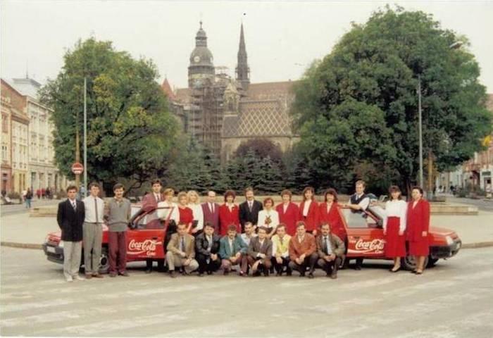 Zaměstnanci firmy v 90. letech, zdroj: Coca-Cola