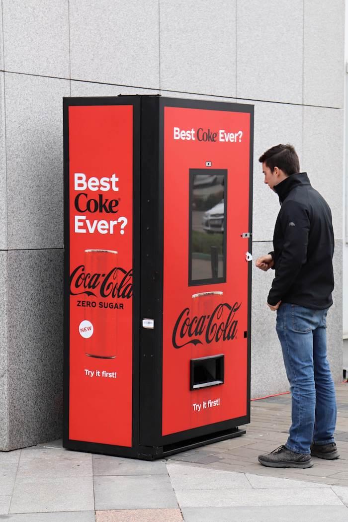 K představení novinky využije Coca-Cola interaktivní prodejní automaty, zdroj: Coca-Cola ČR a SR.