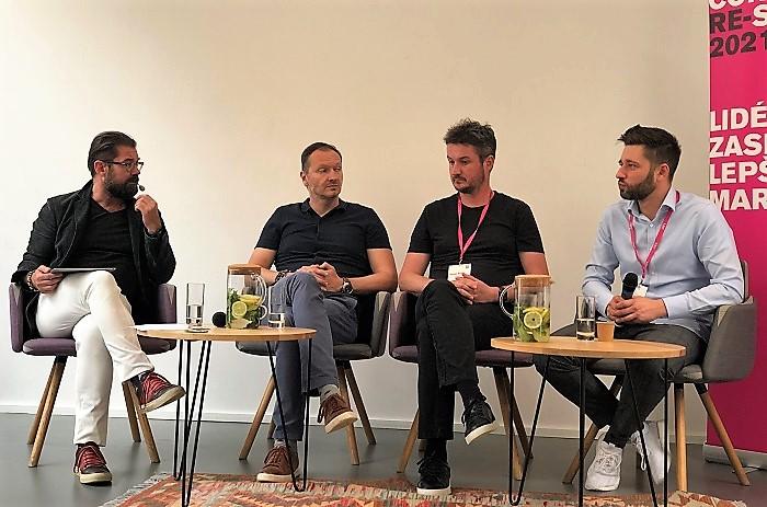 Diskuse na Contagious Re-starter, zleva Petr Šimůnek (moderátor), Daniel Grunt, Tomáš Búřil a Juraj Felix, zdroj: MediaGuru.cz