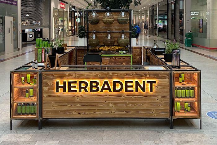 První pop-up prodejna Herbadentu se nachází v pražském obchodním centru Nový Smíchov, zdroj: Herbandent.
