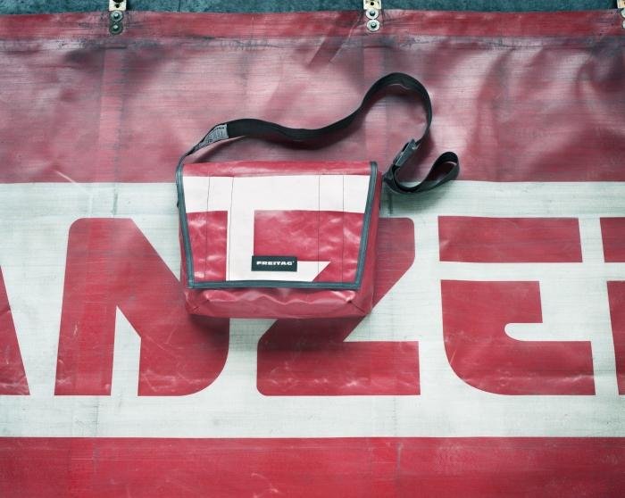 Švýcarská značka Freitag využívá k výrobě svých produktů i plachty z nákladních automobilů, foto: Freitag.