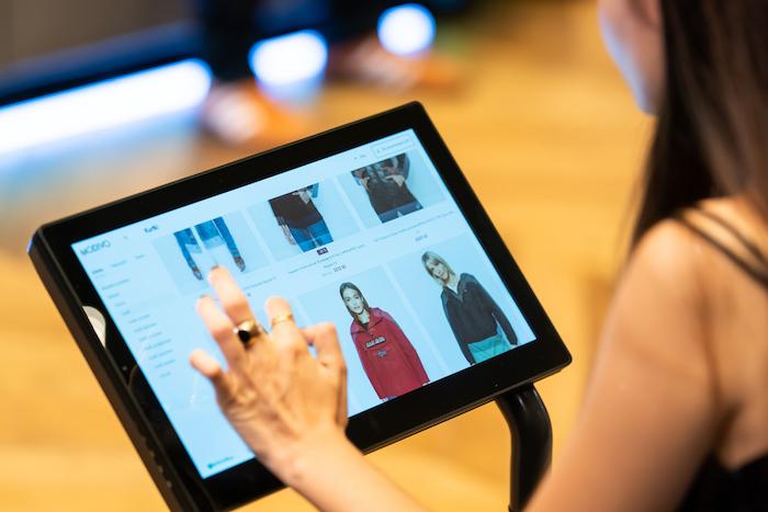 Objednávat lze i přes 51 tabletů umístěných na prodejně, zdroj: Nanovo.