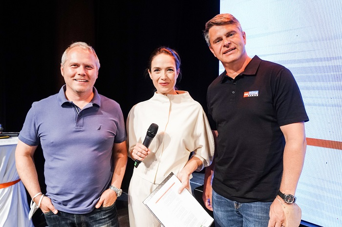 Programový ředitel Roman Mrázek, herečka Tereza Kostková a generální ředitel Marek Singer
