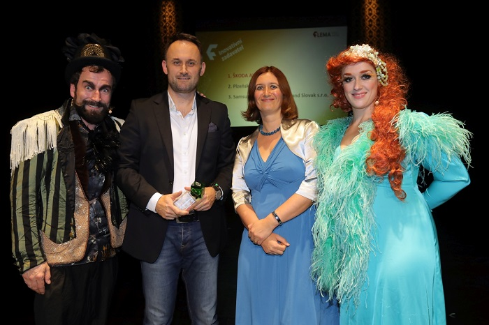 Tomáš Gregořica (Škoda Auto) s trofejí pro inovativního zadavatele, foto: Flemedia