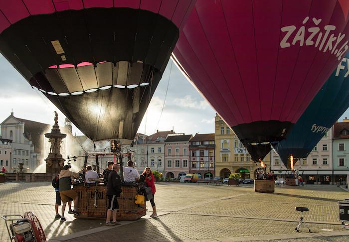Příprava vzletu balónů v rámci akce Koncert v balónu