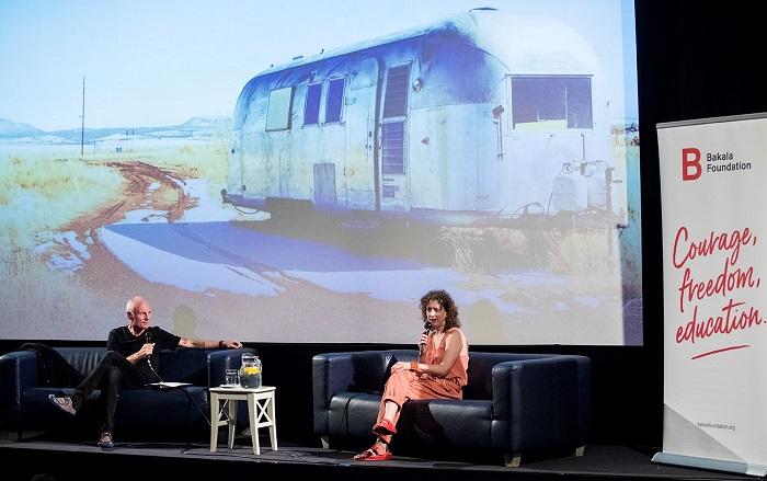 Jessica Bruder přijela na letošní Journey: Journalism Bootcamp 2021. V kině Světozor se zúčastnila promítání filmu Země nomádů, na snímku v debatě s P. Vizinou. Zdroj: Bakala Foundation