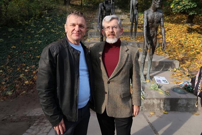Regionální zpravodaj TV Nova Ivan Berka a Jolyon Naegele, bývalý zpravodaj Hlasu Ameriky. Zdroj: TV Nova