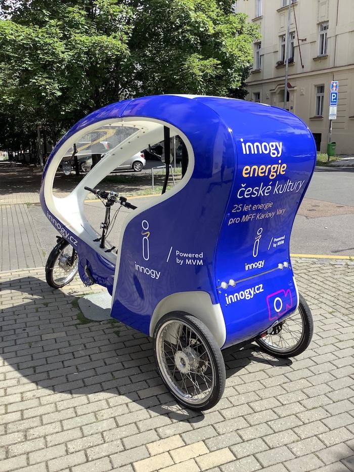 Návštěvníci festivalu mohou zdarma využít k přesunu na trase Thermal –Grandhotel Pupp i rikši od Innogy, zdroj: Innogy.