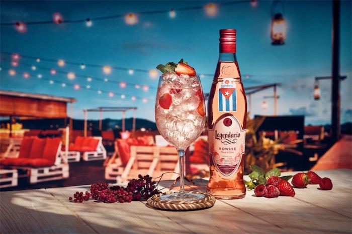 V řetězcích Lidl a Kaufland nabídne Legendario růžový rumový likér Ronssé Punch au Rhum, zdroj: Stock Plzeň-Božkov.