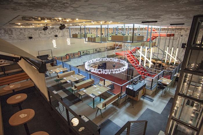 Jednotlivé prvky interiéru jsou vedeny vduchu moderního rare stylu svyužitím nejrůznějších materiálů, zdroj: Pivovary Staropramen.