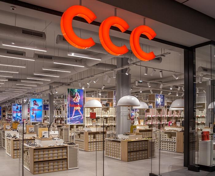 Nový koncept prodejen CCC využívá plně prosklenou výlohu, foto: CCC.