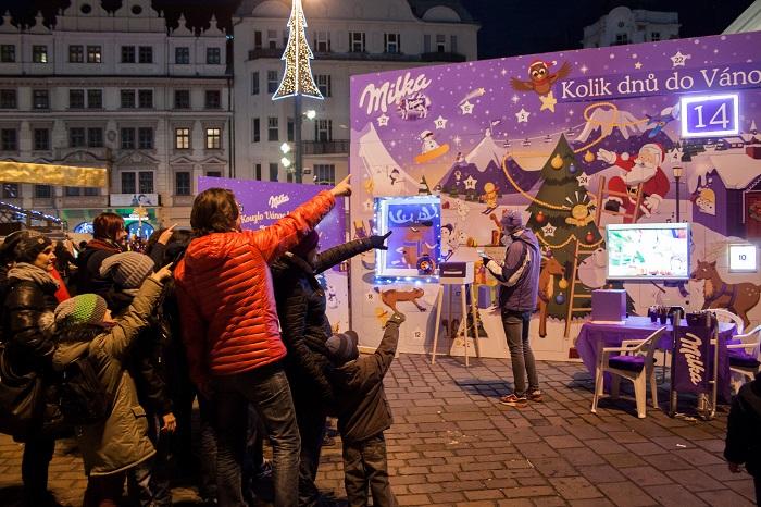 Své velké adventní kalendáře postavila Milka letos v Praze a Bratislavě, k vidění budou do 22. prosince, foto: Milka.