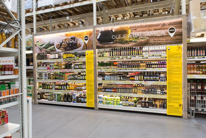 Speciální stojany označeny bodem Extra v novém prodejním konceptu Inspirace, foto: Makro