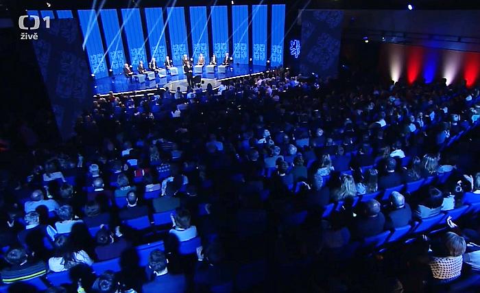 Foto z diskuse kandidátů před prvním kolem prezidentské volby, repro vysílání ČT