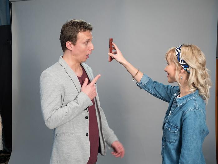 Trapnokouzelník Richard Nedvěd se svou partnerkou Veronikou, foto: mBank