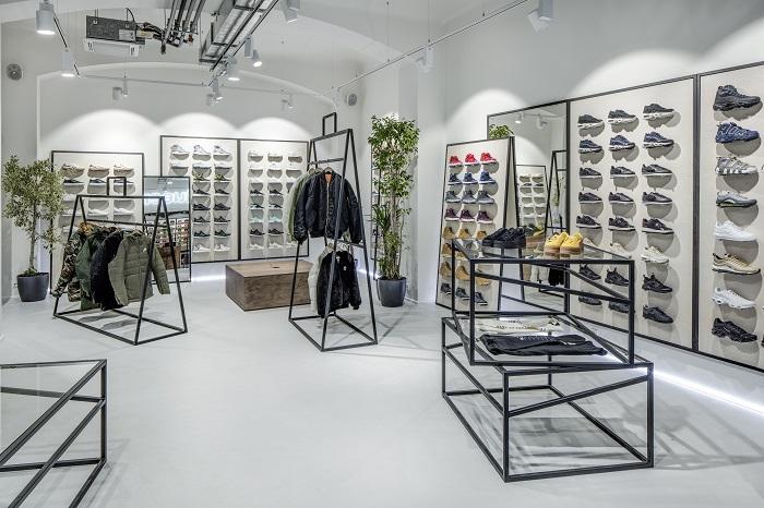 O design pražské prodejny se postarali designéři Boris Klimek a Lenka Damová, foto: Queens.