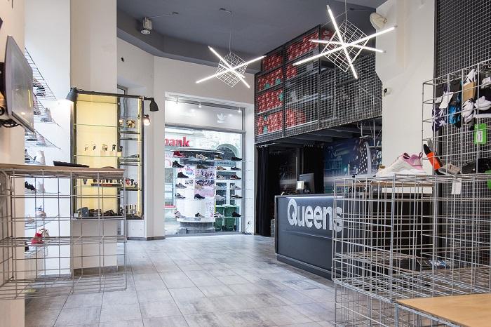 Prodejnu v Ostravě navrhl Petr Kundrát z ateliéru Projektstudio, foto: Queens.