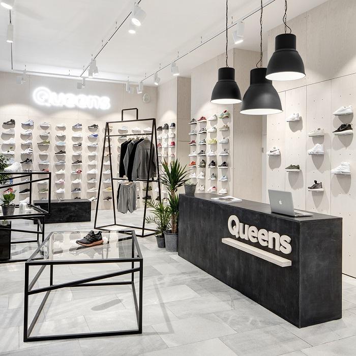 Autory brněnské prodejny Queens jsou opět designéři Boris Klimek a Lenka Damová, foto: Queens.