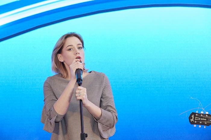 Představila se také zpěvačka Emma Drobná.
