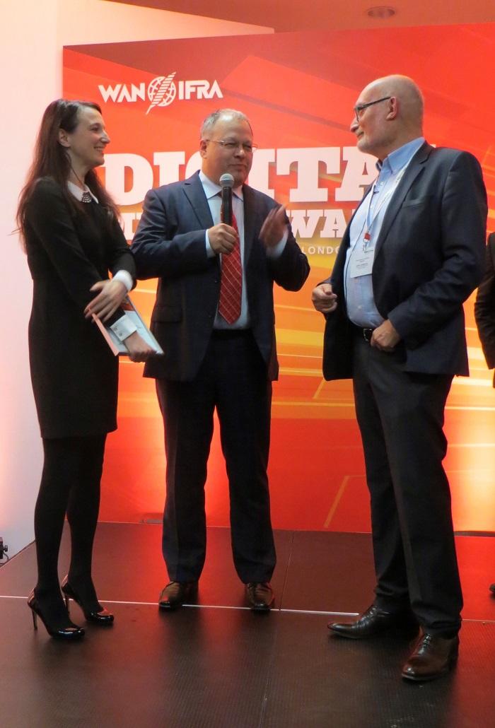 Michal Klíma s Evou Hanákovou převzali cenu za nejlepší tabletový časopis v Evropě v soutěži European Digital Media Awards.