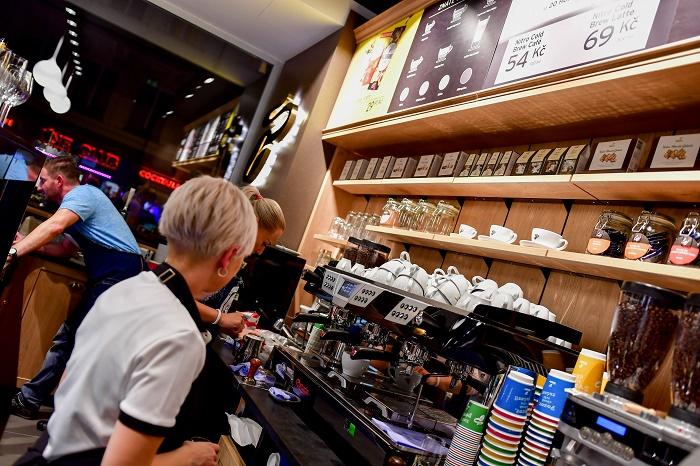 Tchibo bude v Havelské používat pro přípravu kávy třískupinový pákový kávovar, foto: Tchibo.
