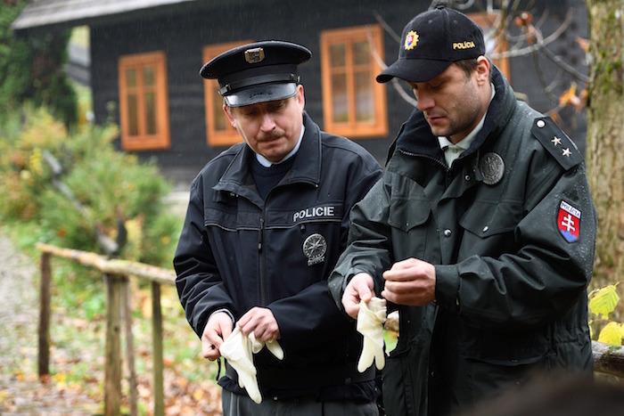 Robert Mikluš (vlevo) v seriálu Strážmistr Topinka, foto: ČT, Popelář