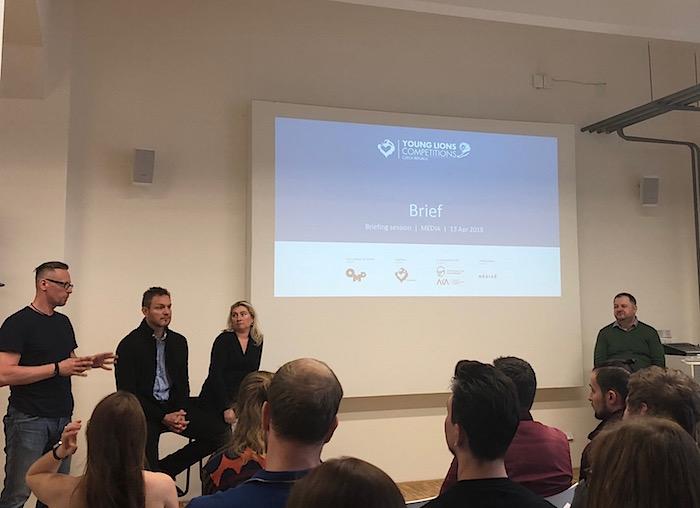 Young Lions vysvětluje soutěžícím zadání v jednotlivých kategoriích, foto: MediaGuru.cz