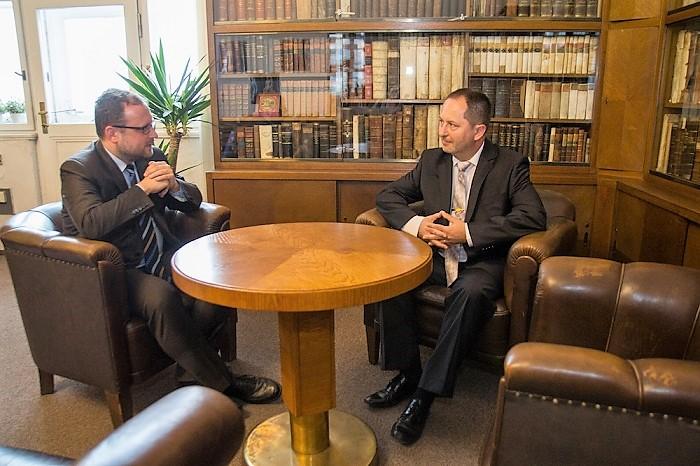 Děkan FF UK  Michal Pullmann (vlevo) a Petr Kukal, foto: FF UK