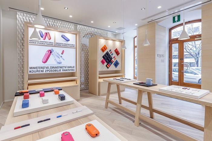 Iqos Store nabízí zařízení Iqos, limitované série, pouzdra nebo barevné náhradní kryty, foto: Philips Morris ČR.