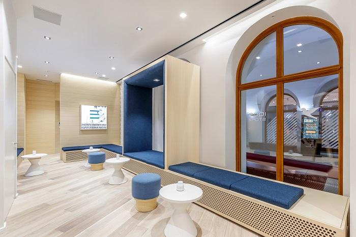 Součástí prodejny Iqos Store je také prostor k posezení, foto: Philip Morris ČR