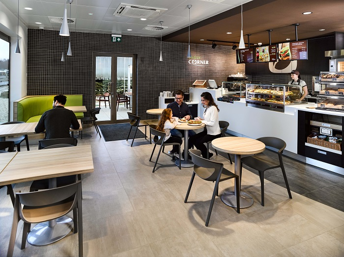 Interiér konceptu občerstvení Fresh Corner, zdroj: MOL