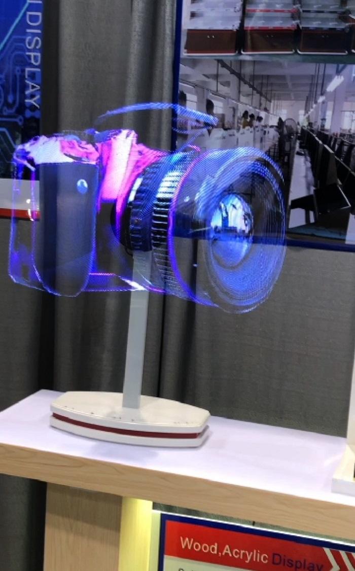 Hologramový POP systém na jednoduchém stojánku, foto: Daniel Jesenský