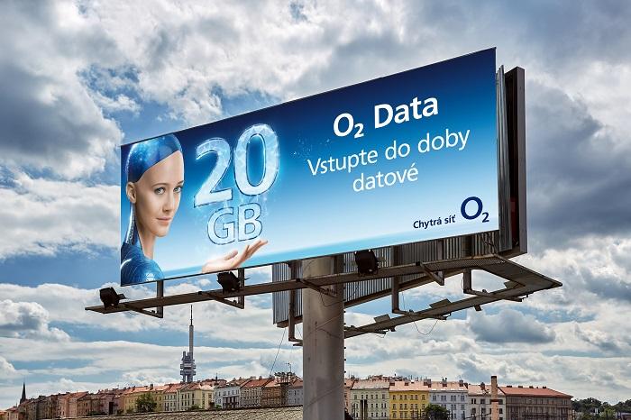 """Klíčový vizuál kampaně """"Doba datová"""" na venkovní reklamě, zdroj: O2"""