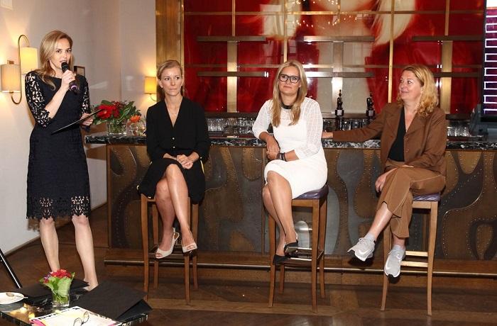 Zleva: Světlana Witovská, Iveta Fabešová, Veronika Brázdilová a Kateřina Vincourová, foto: Harper's Bazaar