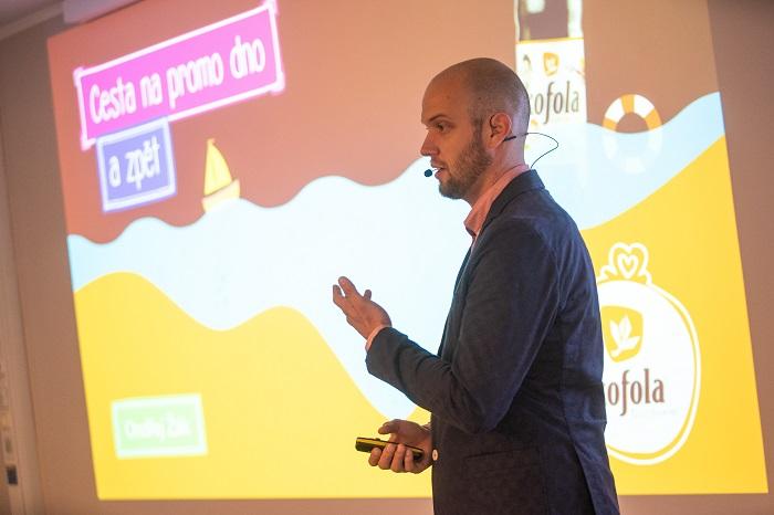 Ondřej Žák popsal na konferenci Retail in Detail vývoj promocí dvoulitrové Kofoly, foto: Blue Events.