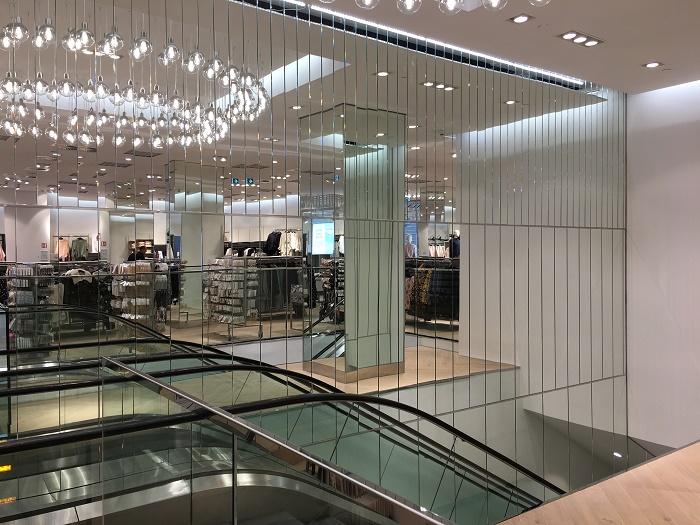 Součástí vlajkové prodejny budou zrcadla, foto: H&M.