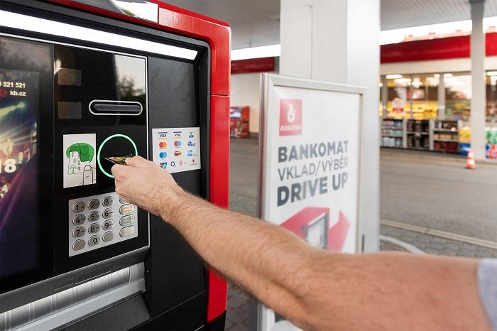 Drive-up bankomat, Argentinská ulice Praha, foto: Benzina
