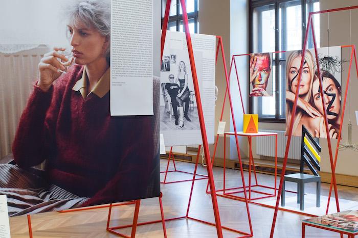 Výstava ukazuje první číslo československé Vogue v historicko-uměleckých souvislostech, foto: V24 Media.