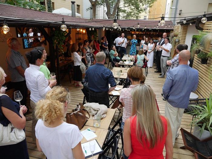 Neformální setkání PR Klubu se konalo 29. srpna v Berlin Baru na Vinohradech, zdroj: FB PR Klub.