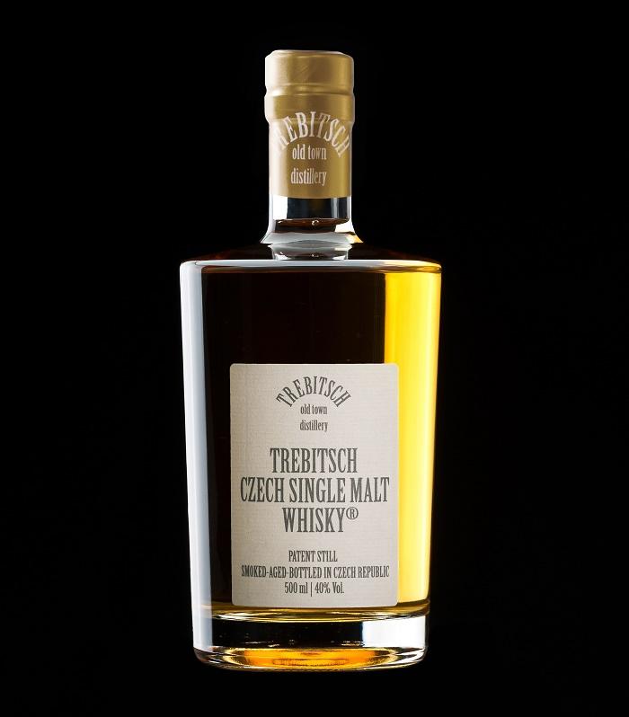 Whisky Trebitsch se stáčí do nižších lahví s etiketou v jednoduché čisté linii, zdroj: Trebitsch Czech Single Malt Whisky