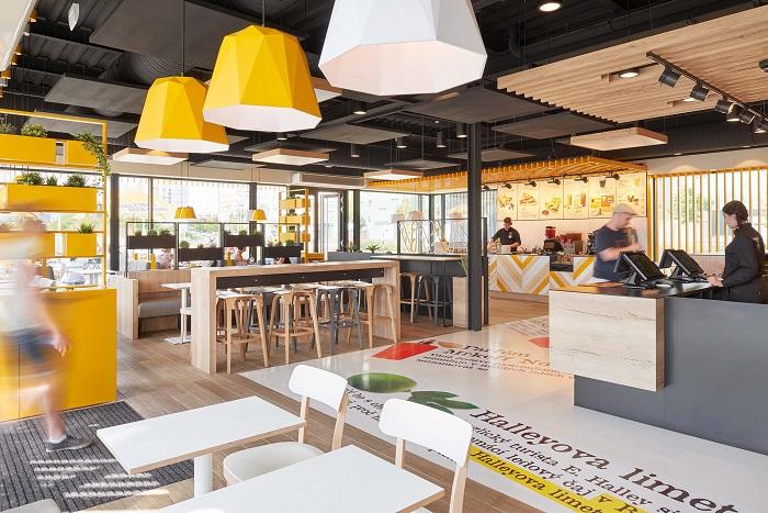 Interiér nové samostatně stojící restaurace Bageterie Boulevard, kde bude i palačinkový pult, zdroj: Bageterie Boulevard.