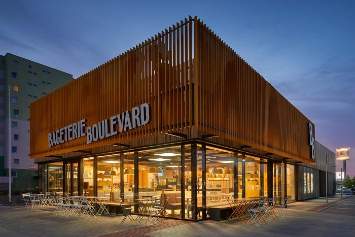 Nové samostatně stojící restaurace Bageterie Boulevard nabídnou i sezení venku, zdroj: Bageterie Boulevard.