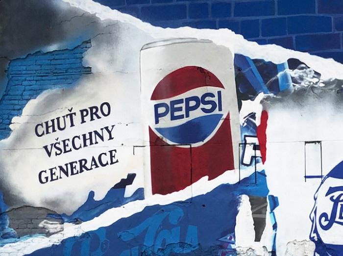 Součástí letní kampaně Pepsi se stala i graffiti zeď v pražských Holešovicích, zdroj: PepsiCo.