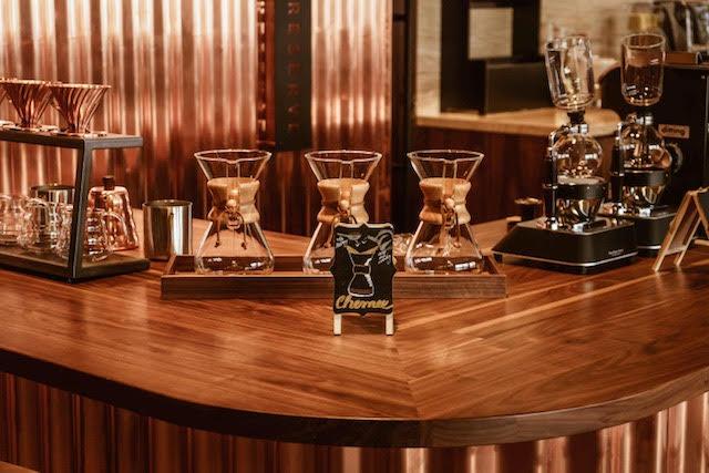 Možné bude si dát ve Starbucks Reserve i chemex, foto: Amrest.