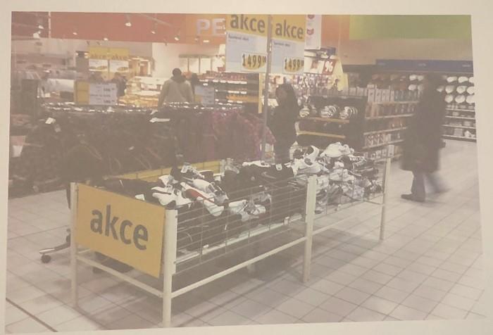 Nevhodné vystavení drahého zboží značky Nike, foto: Daniel Jesenský