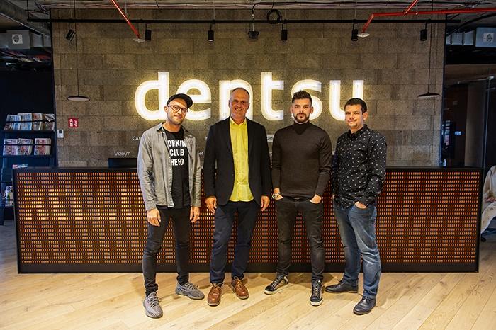 Bistro Agency se mění na Isobar (zleva): kreativní ředitel Isobaru Pavel Flégl, generální ředitel Dentsu Aegis Petr Chajda, ředitel Adexpresu Jan Galgonek a výkonný ředitel Isobaru Tomáš Kleňha