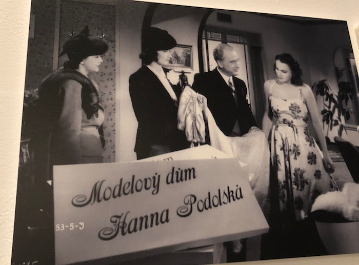 Příklad product placementu módního salónu Hany Podolské, zdroj: UPM