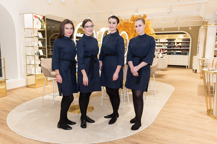 Uniformy pro personál navrhl Miro Sabo, zdroj: FAnn parfumerie.