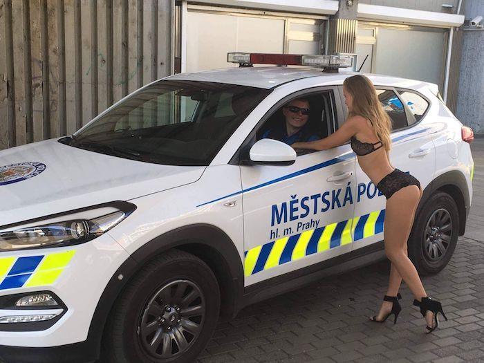 Odborná porota vybrala za vítěze facebookový příspěvěk Městské policie Praha, zdroj: Nesehnutí.