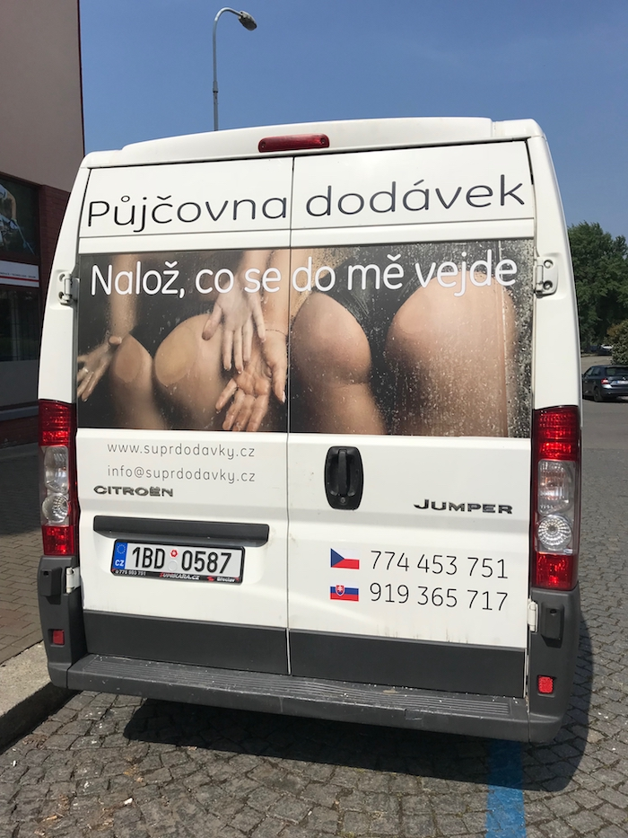 Druhé místo u veřejnosti získala společnost Supr Dodávky, zdroj: Nesehnutí.